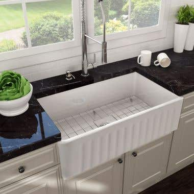 Life View - 24 x 18 Reversible Fireclay Farmhouse Sink - Fluted Apron