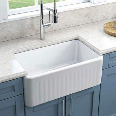 Fluted Life View - 30 X 18 Reversible Fireclay Farmhouse Sink - Fluted Apron