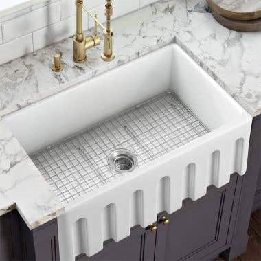Fluted Life View - 30 X 20 Reversible Fireclay Farmhouse Sink - Fluted Apron