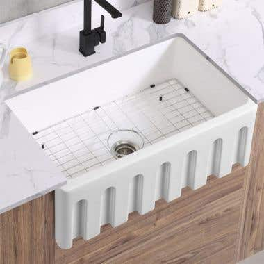 Fluted Life View - 32 x 19 Reversibe Fireclay Farmhouse Sink - Fluted Apron